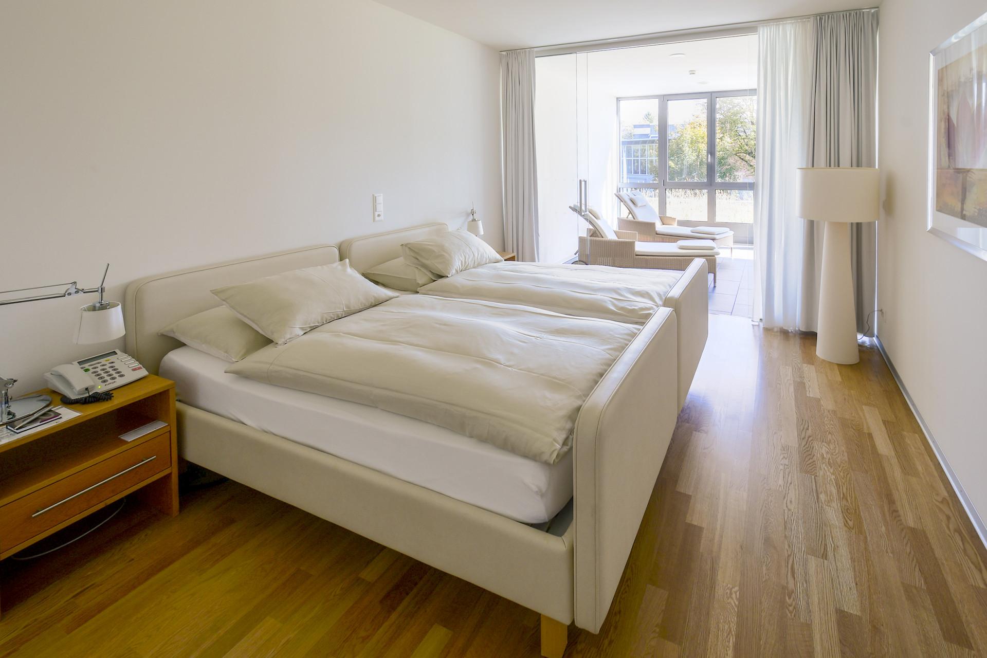 Schlafzimmer der Junior-Suite im Park-Hotel am Rhein