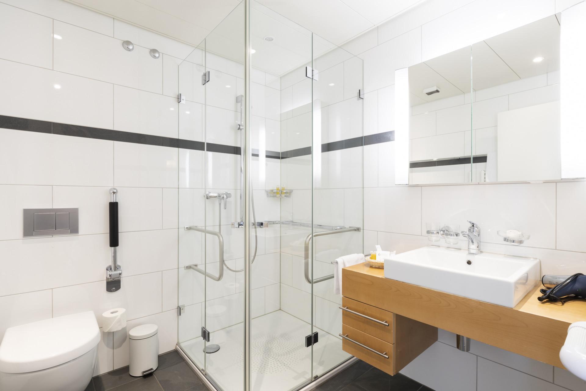 Badezimmer einer Junior-Suite im Park-Hotel am Rhein