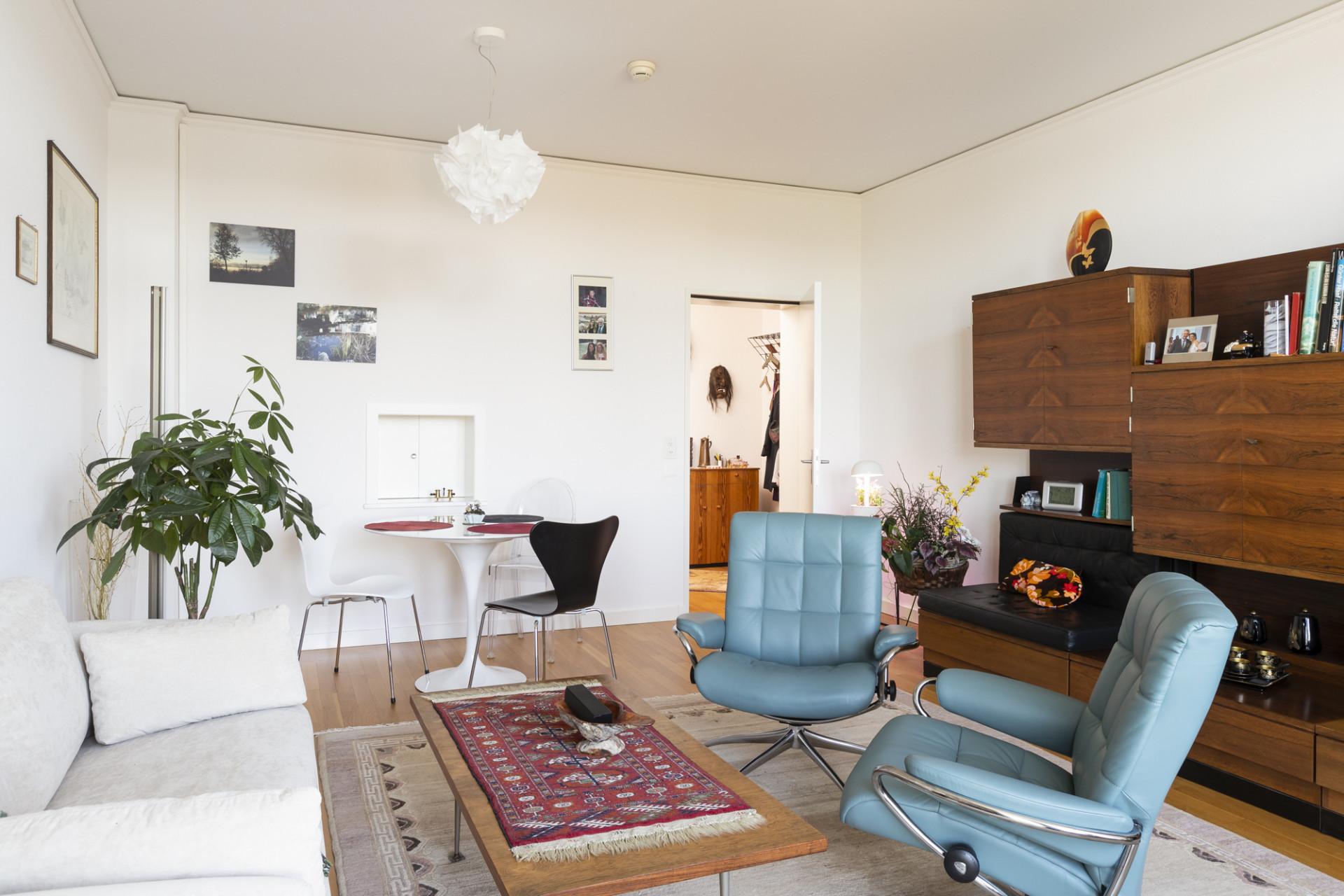 Wohnzimmer einer bewohnten Residenz im Altbau